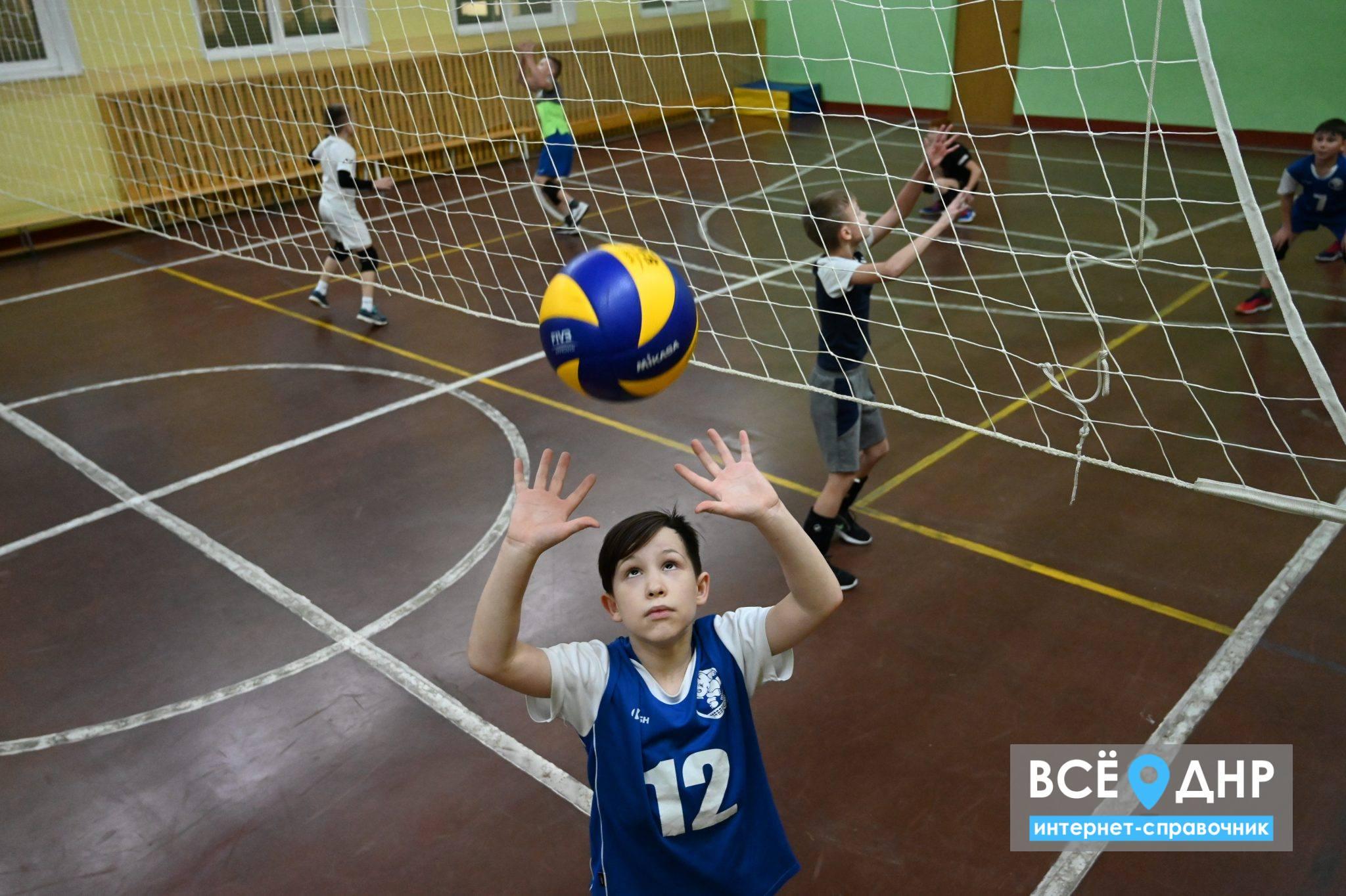 Куда записать ребенка на волейбол в ДНР: список всех ДЮСШ Республики