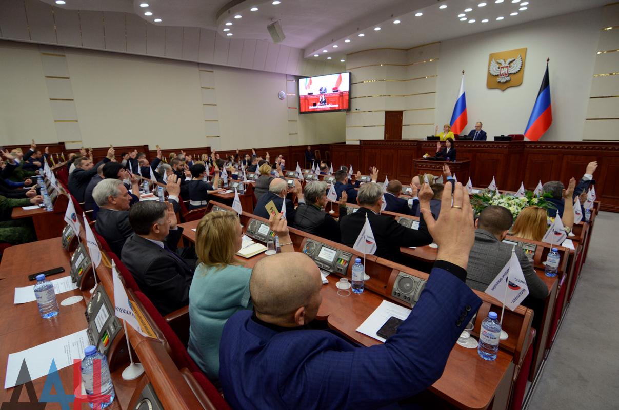 Парламент ДНР запретил продажу содержащих никотин некурительных смесей несовершеннолетним