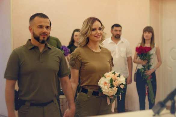 Одна из самых красивых ополченок ЛНР вышла замуж за известного офицера армии ДНР