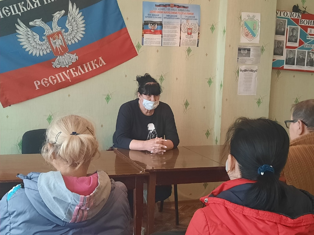 Заместитель главы Пантелеймоновской поселковой администрации провела разъяснительную беседу с населением